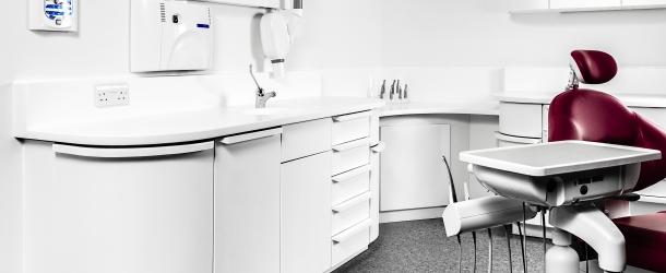 دکور دکور آزمایشگاه، دکور مطب، میز بیمارستان، سطوح بهداشتی، کورین در مراکز بهداشتی